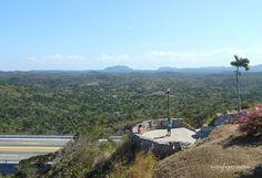 Paisaje desde el Mirador situado sobre el Puente de Bacunayagua en la Vía Blanca