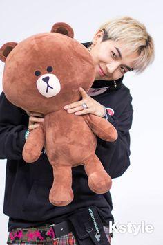 u're not cuter than that bear, Brownie 😌 Minho Winner, Winner Kpop, Winner Jinwoo, Song Minho, Hip Hop, Mobb, Pop Collection, Rap Lines, Boy Pictures