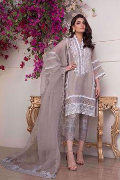 Pakistani Fancy Dresses, Beautiful Pakistani Dresses, Pakistani Fashion Party Wear, Indian Fashion Dresses, Pakistani Dress Design, Indian Designer Outfits, Pakistani Outfits, Pakistani Lawn Suits, Pakistani Couture