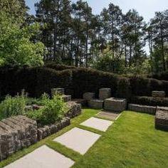 Gartengestaltung mit Granit und Eiben: moderner Garten von Naturform Japangärten & Koiteichbau