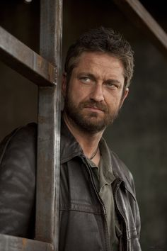Gerard Butler, male actor, celeb, powerful face, beard, intense eyes, expression, macho, eyecandy, sexy, steaming hot, portrait, photo