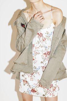 1556c42cdac Robe à fleurs et veste kaki   un combo mode qui marche toujours ! – Taaora  – Blog Mode