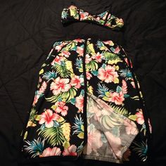 2 piece crop tropical set Gently used set only worn once Size Large Dresses Midi
