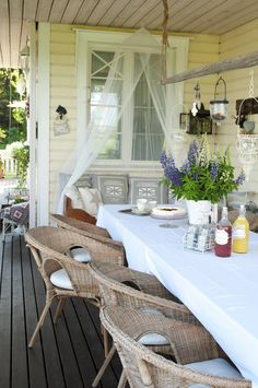 Vicky's Home: Summer Feeling / Summer Feeling Outdoor Retreat, Outdoor Rooms, Outdoor Living, Outdoor Decor, Porch And Balcony, House With Porch, Decks And Porches, Beautiful Homes, Sweet Home