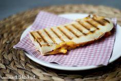 Toen wij een contactgrill kregen, ging de vlag uit! Dan kunnen we namelijk van die lekkere panini's maken. Die eten wij dan ook regelmatig! Deze keer laat ik een Mexicaanse variant zien. Heb je geen grill? Geen probleem! Deze inhoud kan je namelijk ook heel makkelijk op een tosti doen. Voor 2 panini's Dit heb …