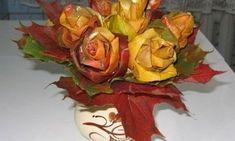 Você pode fazer flor de folhas para decorar de forma primorosa e bem diferente a sua casa. E não pense que é difícil fazer estas rosas de folhas, pois é
