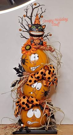 Halloween Pumpkins Boo Halloween - Real Time - Diet, Exercise, Fitness, Finance You for Healthy articles ideas Porche Halloween, Halloween Porch, Halloween Boo, Outdoor Halloween, Halloween Crafts, Holidays Halloween, Halloween 2020, Vintage Halloween, Halloween Costumes