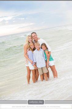 Family picture ideas on the beach family picture poses, family beach pictures ideas, family Seaside Pictures, Beach Family Photos, Beach Photos, Family Pics, Kid Beach Pictures, Family Beach Poses, Senior Pictures, Beach Portraits, Family Portraits