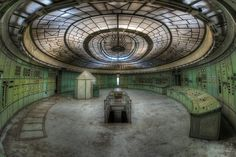 18 Chilling Photographs Of Abandoned Buildings Around Europe
