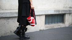 Ohne Stil kommt man auch durchs Leben, aber mit Stil ist es schöner. Deshalb beantwortet BLICK-Styling-Expertin Tatjana Kotoric alle zwei Wochen Fragen der Leserinnen und Leser. Heute gehts um Schuhe, wenns wieder kalt wird. Langer Mantel, Trends, Longchamp, Tote Bag, Fashion, Warm Winter Boots, Beautiful Shoes, Cold, Moda