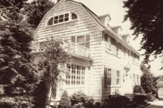 Mirror, Mirror on the House - The Truth About the Amityville Horror The Amityville Horror House, Murder Stories, Dutch Colonial Homes, Scary Facts, Abandoned Houses, Haunted Houses, Horror Posters
