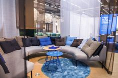 Concentration area with Nooa sofas and Scoop tables.