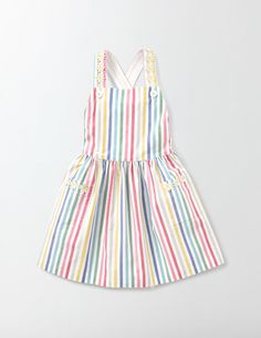 The full gathered skirt of this knee-length dress is perfect for some serious spinning around. Its soft cotton cord fabric and elasticated waist keep you comfortable as you show off all your best dance moves, while appliqué daisies add a touch of 3D floral fun to this party outfit.