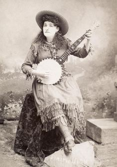 Who knew Annie Oakley played the banjo.
