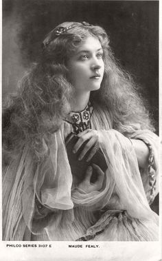 Photo collection of early XX century Vintage Postcards of actress Miss Maude Fealy Maude Fealy - was an American stage and silent film a Classic Beauty, Timeless Beauty, Iconic Beauty, Vintage Pictures, Vintage Images, Vintage Postcards, French Postcards, Vintage Beauty, Vintage Fashion
