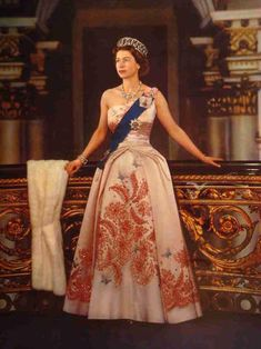 Formal portrait of Queen Elizabeth II during the 1959 Canadian tour. Gown by Hartnell God Save The Queen, Hm The Queen, Royal Queen, Her Majesty The Queen, Diana Spencer, Young Queen Elizabeth, Queen Elizabeth Marriage, Isabel Ii, British Royal Families