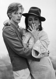 Zwei Legenden: Bowie mit Leinwandgöttin Elizabeth Taylor 1975. Mehr Glamour geht nicht.