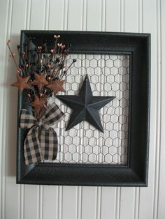 Read on to find 10 effortless DIY picture frame ideas .,Read on to find 10 effortless DIY picture frame ideas . Chicken Wire Crafts, Chicken Wire Frame, Diy Crafts For Home Decor, Holiday Crafts, Christmas Crafts, Xmas, Marco Diy, Diy Y Manualidades, Diy Rustic Decor
