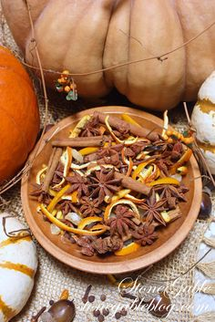 HARVEST POTPOURRI 1 long vanilla bean split and cut into 1/2 pieces 1 whole nutmeg (I keep this and use it when I simmer each pot) 1 spice jar of crystallized ginger a handful of whole cloves 1 small jar of allspice a handful of cinnamon sticks 2 oranges peeled and cut into thin slices ( I dry them before adding to potpourri) handful of star anise