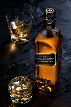 The Glenlivet whisky - Piotr Maksymowicz on Fstoppers Whiskey Mixed Drinks, Whiskey Lemonade, Whiskey Still, Whiskey Cake, Whiskey Glasses, Cigars And Whiskey, Whiskey Cocktails, Scotch Whiskey, Whiskey Gifts