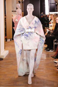 Balmain | Haute Couture - Spring 2019 | Look 25 Spring Fashion Trends, Fashion Week, Balmain, Coat Dress, Dress Up, Mode Kimono, Fantasy Dress, Kimono Fashion, Ready To Wear
