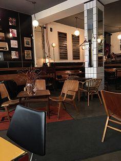 """Frank Bistro on rento ruokapaikka, jossa saat niin englantilaiset aamiaiset kuin burgerit ja salaatitkin. Paikassa on myös kiva drinkkilista, jolla esimerkiksi """"Grumpy old man - Artyisä vanha mies"""" -niminen juoma. Bistro sijaitsee Kalamajassa. #Frankbistro #Tallinn #Tallinna #Eckeröline #drinkki"""