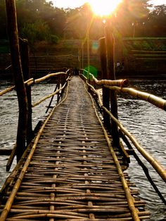 Bamboo bridge that traverses the Nam Khan River - Luang Prabang, Laos. Vientiane, Love Bridge, Bamboo Architecture, Luang Prabang, Covered Bridges, Asia Travel, Southeast Asia, Paths, Places To Go
