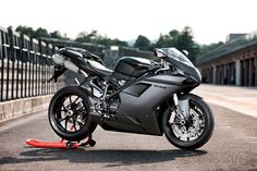 The sporty Ducati 848 EVO Superbike is lightweight and perfect to manoeuvre for women motorcycle riders. Ducati Scrambler Cafe Racer, New Ducati, Ducati Superbike, Ducati Motorcycles, Cars And Motorcycles, Street Motorcycles, Motogp, Ride Out, My Ride