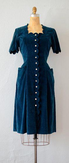 VINTAGE 1940S TEAL BLUE VELVET SCALLOP POCKET DRESS // Scallop Literature Dress