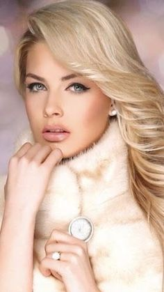movies-angelical-blond-teen-showing
