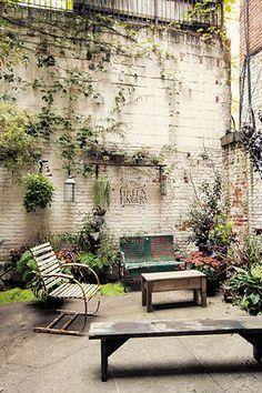 【ニューヨーク発】日本人の感性で緑を提案。イーストヴィレッジで人気のプラントショップ。川本諭さんが発信する「グリーンフィンガーズ」は、独特の感性を放つプラントショップ。日本で展開する5店舗に加え、2013年秋にはニューヨークにも出店した。グリーンを楽しむアイデア、居心地のいい空間づくりのヒントが満載だ。独特の世界観に魅せられたファンが、ニューヨークにも増えている。