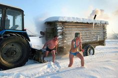 Stuck in a remote location in a cold part of Russia with no steam bath facility for miles? Just call Sergei and he will being his Mobile Sauna Sauna House, Tiny House Cabin, Mobile Sauna, Outdoor Sauna, Wooden Bath, Steam Bath, Mobile Living, Gypsy Wagon, Saunas