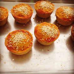 No domingo, dia dos pais, a Torteria da Ka lançou novos salgados veganos e sem glúten no Encontro Vegano da JMA <3 Pastel de tofu, cenoura, alho poró e zaatar. Esfiha de escarola, tomate seco e …