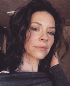this woman emits rays of beauty Belle Hairstyle, Kate Mara, Evangeline Lilly, Flawless Beauty, Canadian Actresses, Lena Headey, Kirsten Dunst, Julia Roberts, Gwyneth Paltrow