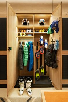 Join the Alpine Club at the Caldera House, one of the most coveted ski memberships in Jackson Hole, offering ski valet, parking, and high-tech lockers. Sports Storage, Drying Room, Ski Chalet, Garage House, Architect Design, Garage Storage, Interior Lighting, Mudroom, Home Projects