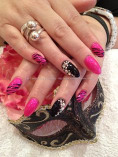 almond nail design | almond tip nails tumblr Eye Candy Nails Training Pink and black ...