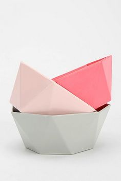 These geometric bowls in cute pastel colours are a great way to collect those tiny bathroom items all in one place. Plates And Bowls, Pink Bowls, Home And Deco, Ceramic Pottery, Kitchenware, Color Inspiration, Home Accessories, Sculpting, New Homes