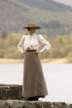 Renee Zellweger as Beatrix Potter in 'Miss Potter' (2006). Scene filmed at Keswick, Cumbria, England, UK.