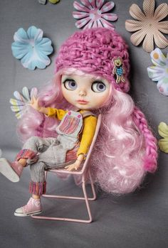 Custom Blythe doll with pink hair,outfit,shoes and hat -Face plate sand-matted,carved and pinted. -Lips,nose and philtrum carved -Sleep eyes and painted eye lids, four color eyes -Fully face has been sealed -The body is a pure neemo full artikulated Made with love and attetion to