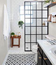 Bad Inspiration, Bathroom Inspiration, Bathroom Inspo, Bathroom Design Small, Bathroom Interior Design, Small Full Bathroom, Bathroom With Window, Small Vintage Bathroom, New Bathroom Designs