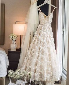 White lace party dresses, lace party dresses, party dresses with appliques, backless bridal gown - Mode Wedding Lace Party Dresses, Dream Wedding Dresses, Wedding Gowns, Wedding Day, Prom Dresses, Lace Weddings, Evening Dresses For Weddings, Beach Dresses, Romantic Weddings