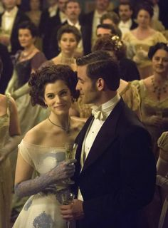 Jessica De Gouw as Mina Murray and Oliver Jackson-Cohen as Jonathan Harker in Dracula (TV Series, 2013).