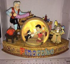 Disney-PINOCCHIO-Snowglobe-Ive-Got-No-Strings-Collector-Decoration-RARE-ANTIQUE