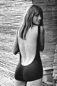 Style Icon: Jane Birkin When I think of completely effortless style, my mind darts right to film actress Jane Birkin's wardrobe. Has there ever been anybody else who can look as chic in jeans and a t-shirt? Serge Gainsbourg, Gainsbourg Birkin, Charlotte Gainsbourg, Estilo Jane Birkin, Jane Birkin Style, Lauren Hutton, Brigitte Bardot, 1960s Fashion, Vintage Fashion