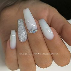 Here are the most popular coffin nails designs, and trendy coffin nails colors. Just check out our cherry-picked nails and choose your favorite to be a star! White Acrylic Nails With Glitter, One Glitter Nails, White Coffin Nails, Acrylic Nails Coffin Short, Best Acrylic Nails, Baby Pink Nails With Glitter, Blue And White Nails, Milky Nails, Nagellack Design