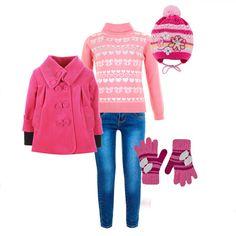 Модный осенний лук для девочки - классическая водолазка, потертые скинии, пальто цвета фуксии и аксессуары в тон.