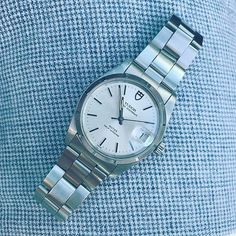 REPOST!!! It's fair to call this unpolished Tudor Oysterdate from the mid 80's underrated! Same can be said for the linen shorts // #rolex #tudor #oyster #watch #watchoftheday #classics #clubmonaco #hodinkee #watches #style #watchesofinstagram #minimalism #vintage #timepiece at #luxetime repost | credit: ID @luxetime (Instagram)