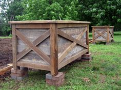 Rain, Rain Go Away We haven& had problems with ground dwelling critters, but if we did, I& build these. Rustic Planters, Diy Planters, Garden Planters, Raised Planter Boxes, Pallet Planter Box, Scrap Wood Art, Plants For Raised Beds, Rain Go Away, Rustic Outdoor