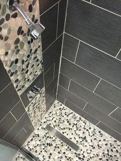 carreaux gris avec carreaux mosaique imitant cailloux