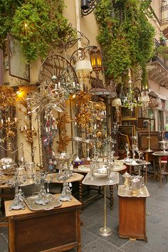 A shop on the streets of Taormina, Sicily (by armxesde) #taormina #sicilia…